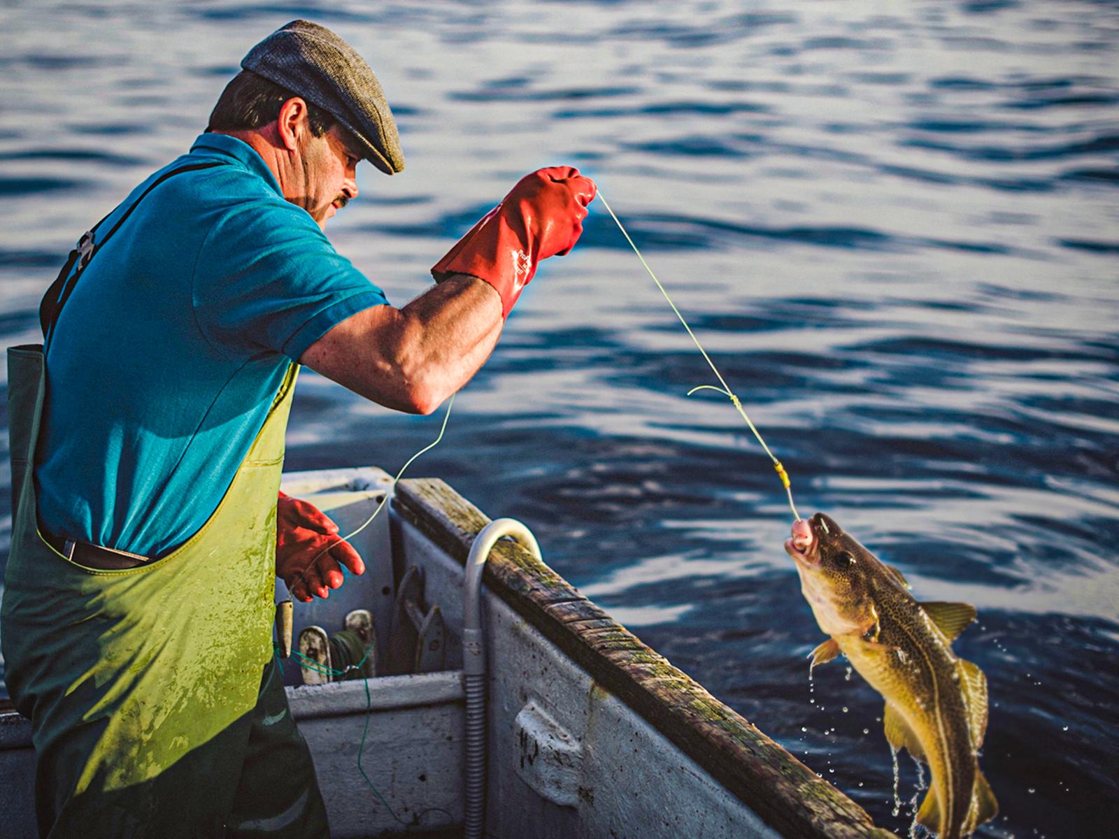 Handline_Fishing_01