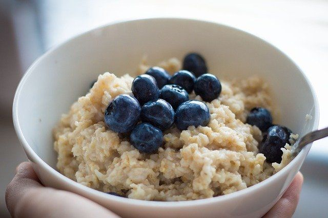 Oatmeal with blueberries on top
